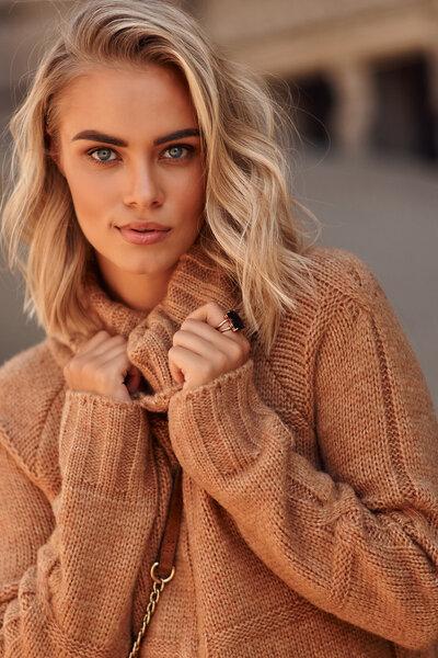 Megztinis moterims Makadamia pigiau