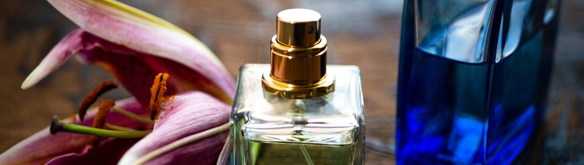 Kvepalų spalva ir jų kvapas: kaip tai susiję?