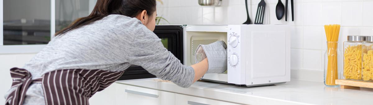 Mikrobangų krosnelės valymas: ką verta išbandyti?